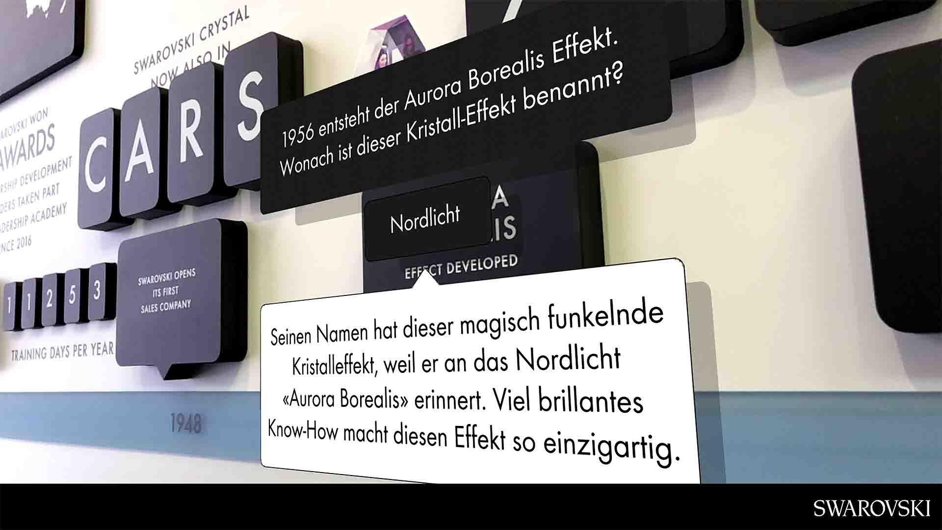 """Mit der """"Endless Facets"""" Augmented Reality App können Besucherinnen beim SWAROVSKI Messestand zusätzliche digitale, interaktive Elemente entdecken."""